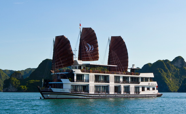 Pelican Luxury Cruise Halong