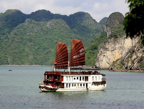 Violet Cruises Halong Bay